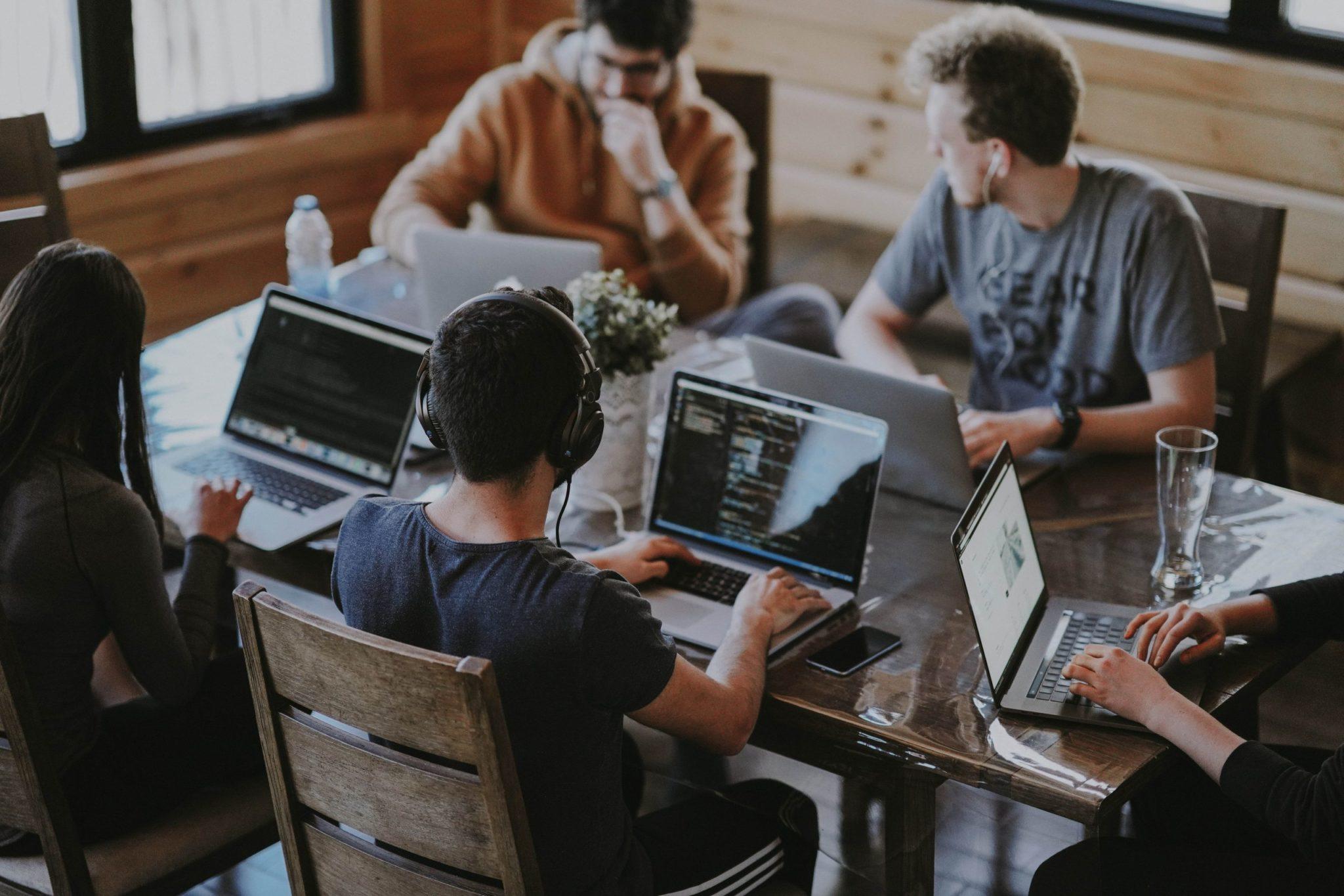 Sviluppatori Trova le risorse di cui hai bisogno sull'hub degli sviluppatori Algoan